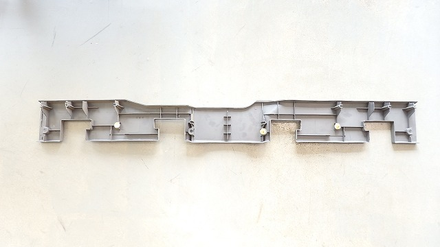 89-95 US トヨタ ピックアップ純正 リヤシート ガーニッシュ バックパネル ロワ  純正品番:64262-89101_画像2