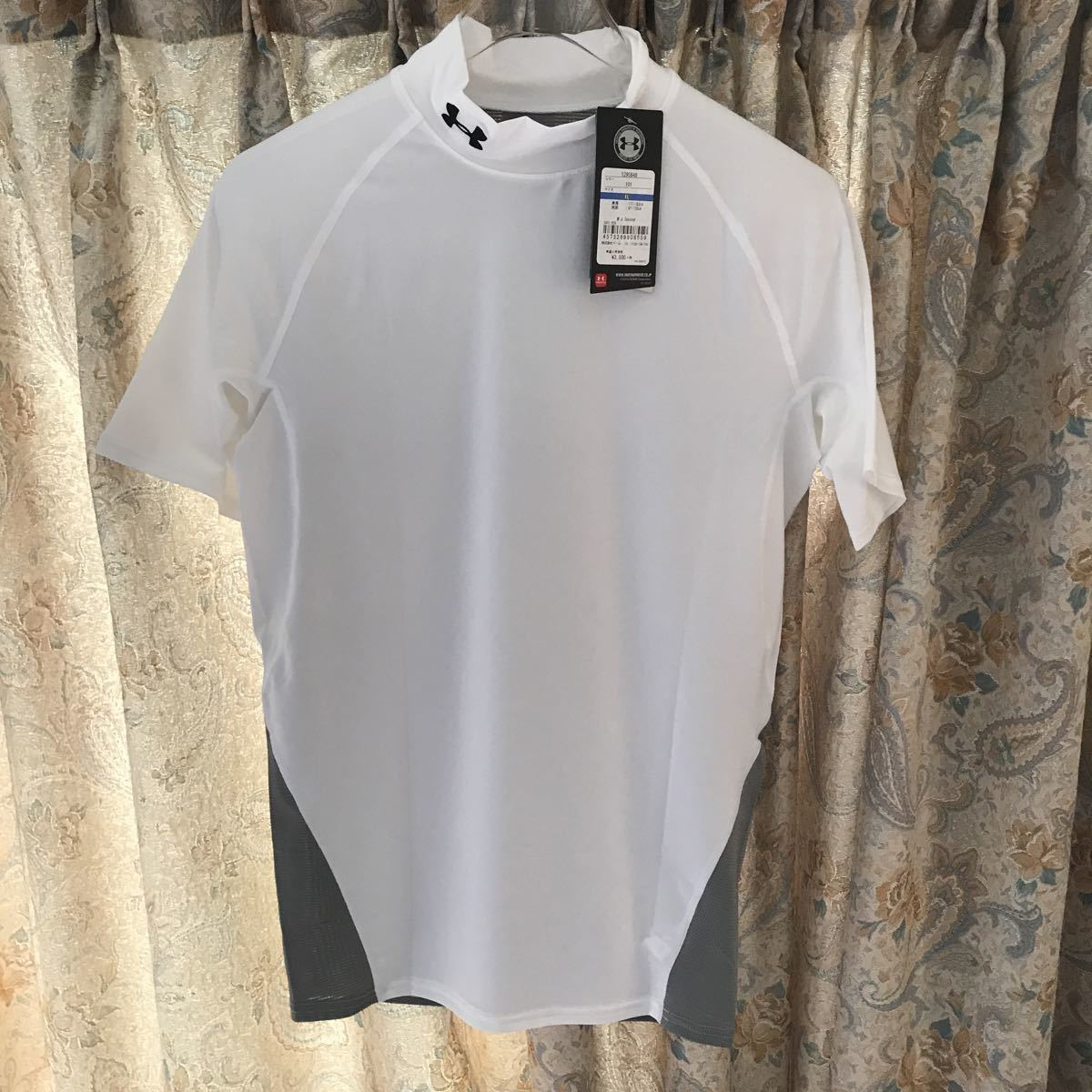 2点新品アンダーアーマー 半袖インナーシャツ ホワイトXLサイズ ヒートギア コンプレッション 野球 サッカー ゴルフ モック ランニング