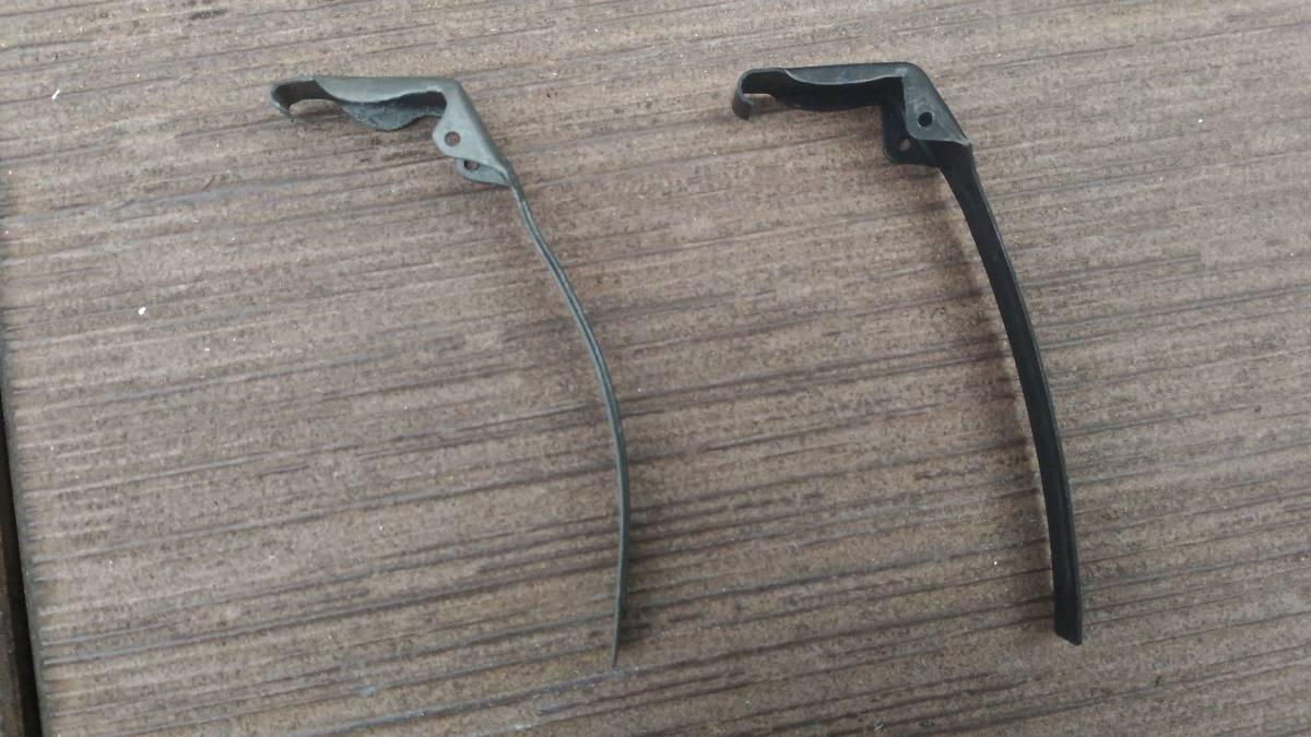 米軍 Mk2 手榴弾 初期型 レバー レプリカ_出品商品(左)と二次戦型(右)との比較。