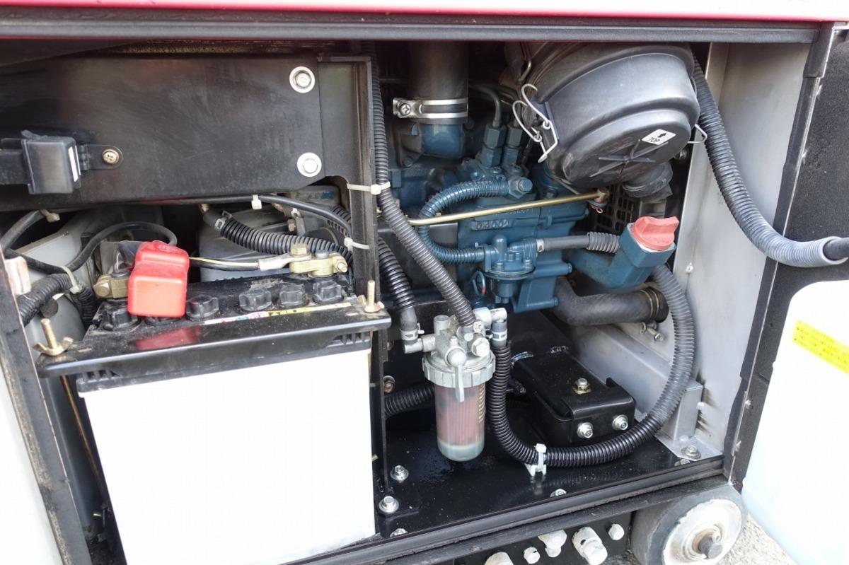 動作確認済 新ダイワ iDG3100M 防音型 ディーゼルエンジン発電機 インバーター 建設機械 ガソリン 31A 100V50/60Hz_画像6