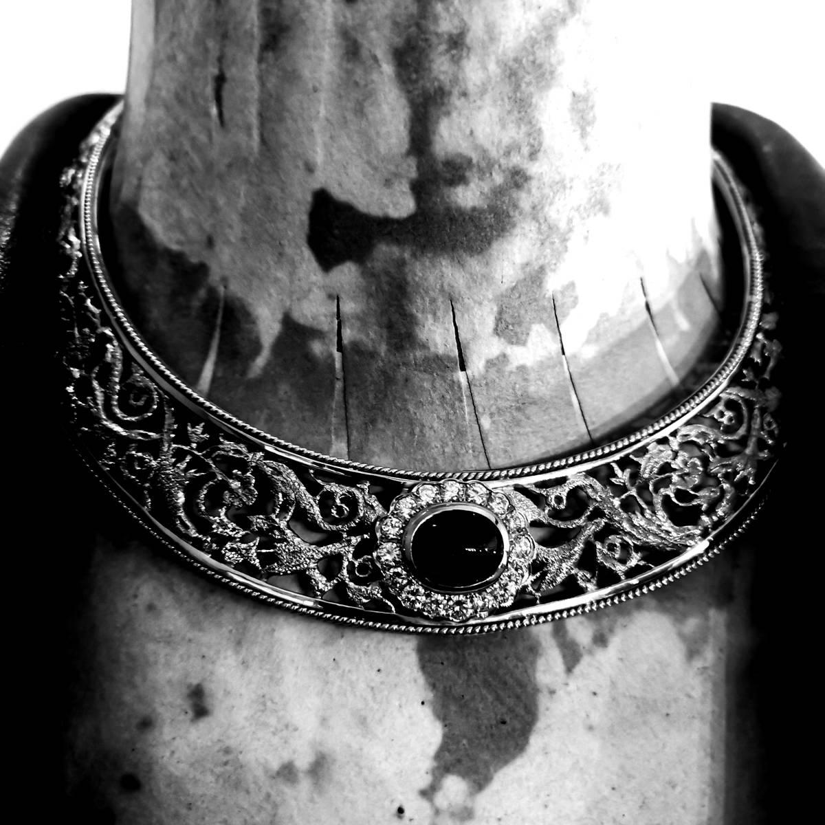 F2326 逸品【J.YANES】ヤーネス 美しいエメ 絶品ダイヤ 最高級18金無垢セレブリティネックレス 長さ36cm 重量105.26g 幅11.3~21.6mm_画像1