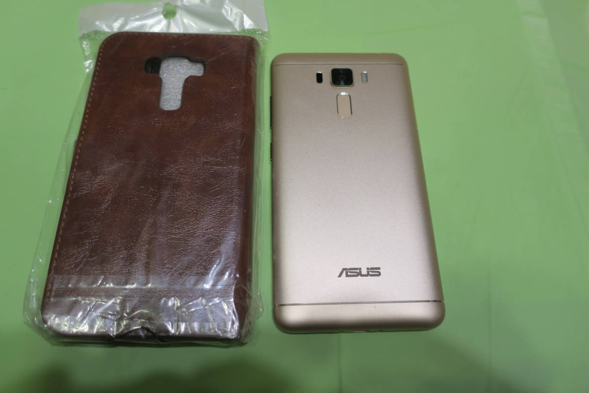 【極美品】SIMフリー ASUS ZenFone 3 Laser (国内技適) ゴールド、ZC551KL 5.5インチ画面; 4GB, 32GB、DSDS対応 ★手帳型カバーおまけ付★_画像2