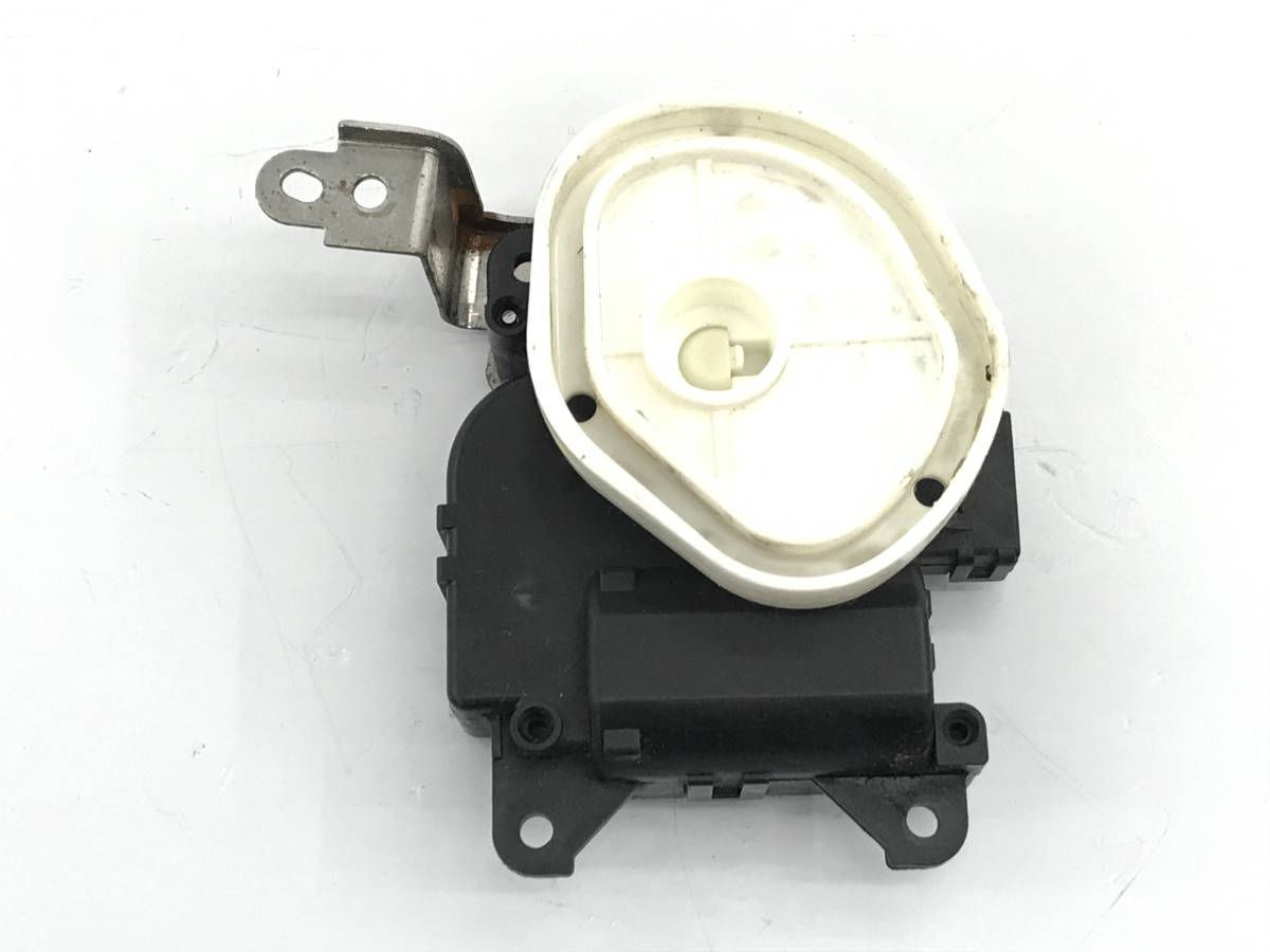 _b38135 ニッサン モコ S DBA-MG22S エアコンサーボ モーター 113800-2530 スズキ MRワゴン MF22S_画像2