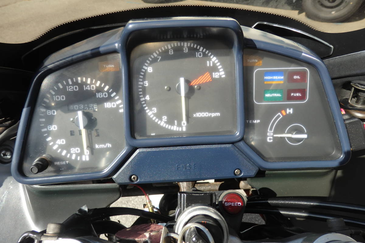 憧れの白バイ仕様!◆超貴重な旧車◆大型エンジンガード&パニアケース&トップケース装備◆車検3年9月◆VFR750F◆CB750★RC42RC37VF750VTR_とても見やすい計器類です!