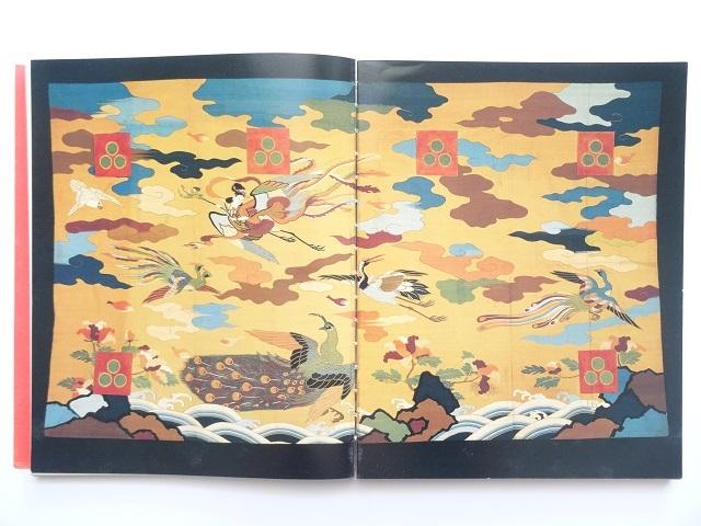 洋書◆日本の芸術とデザイン写真集 本 陶磁器 工芸品 蒔絵 掛け軸 甲冑 印籠 刀 着物 根付_開きぐせがあります。