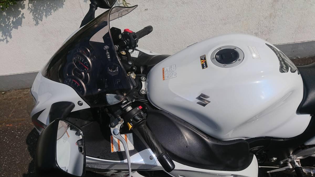 「SUZUKI GSX1300R 隼 HAYABUSA '12(H24) 白 EU逆輸入車 ETC付」の画像2