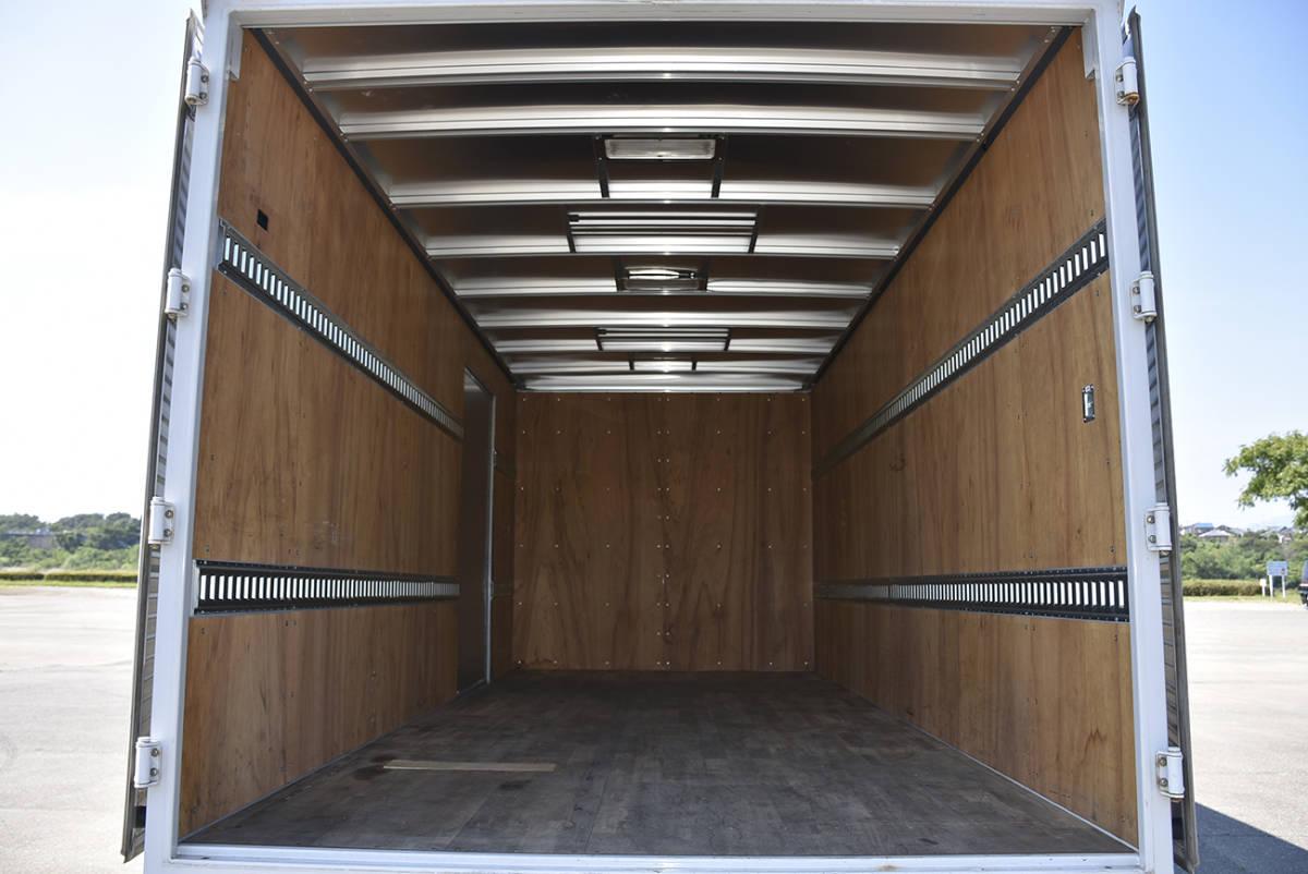 「安心の納車整備サービス付き走行9.2万km令和3年9月まで有効!荷室5mのワイド超ロングのサイドドア付き2tサイズのエルフアルミバン」の画像3