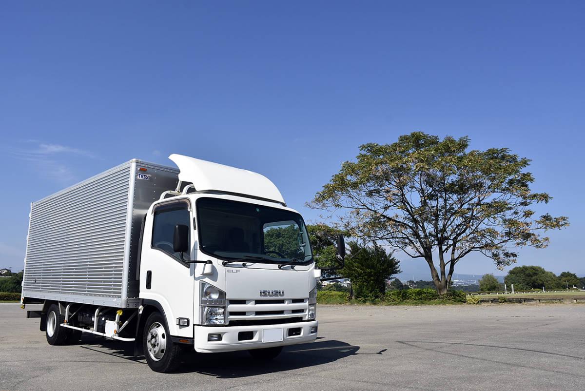 「安心の納車整備サービス付き走行9.2万km令和3年9月まで有効!荷室5mのワイド超ロングのサイドドア付き2tサイズのエルフアルミバン」の画像1