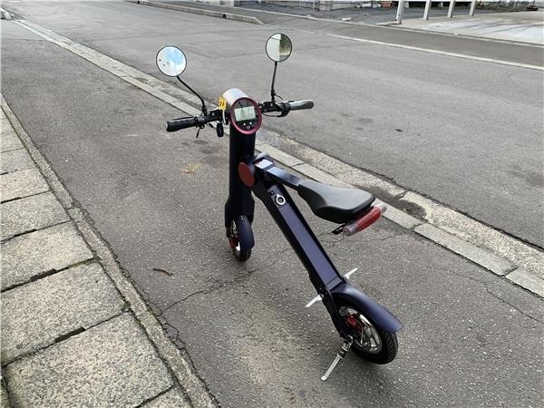 「青森発 UPQ 折り畳み式 電動バイク me01 始動確認済み 223km スペアバッテリー 充電器 売切!!」の画像2