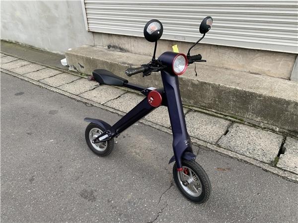 「青森発 UPQ 折り畳み式 電動バイク me01 始動確認済み 223km スペアバッテリー 充電器 売切!!」の画像1