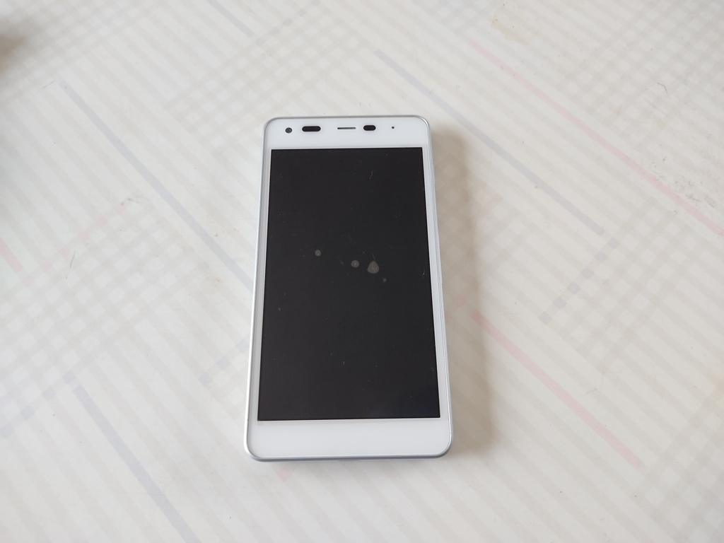 Y!mobile Android One S2 ホワイト KYOCERA 中古_画像2