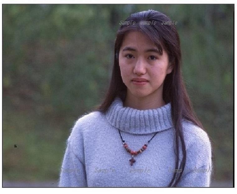 ☆珍しい作品A4サイズの写真1枚「美しい素顔の女学生」2次使用不可、品質は保証。_画像1