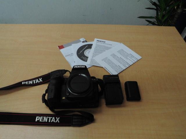 デジタル 一眼レフ カメラ RICOH PENTAX K-3 SR リコー ペンタックス バッテリー2個 充電器 箱 付_画像2