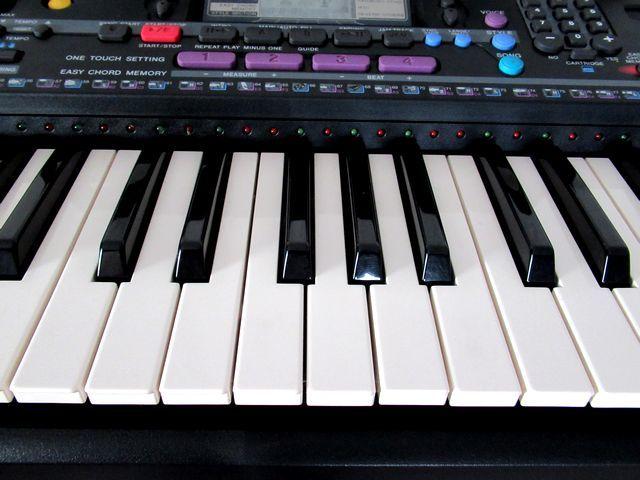 ♪YAMAHA/美品♪ヤマハ/ポータトーン/電子ピアノ/キーボード/PSR-230/GENERAL MIDI/フットスイッチ&イタリア製キーボードスタンド付/USED_鍵盤にもシミや汚れなくきれいな状態です。