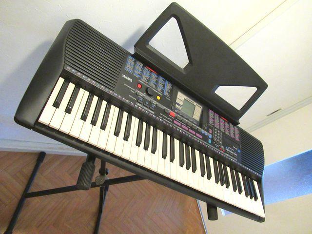 ♪YAMAHA/美品♪ヤマハ/ポータトーン/電子ピアノ/キーボード/PSR-230/GENERAL MIDI/フットスイッチ&イタリア製キーボードスタンド付/USED_YAMAHA電子ピアノとスタンドのセットです。