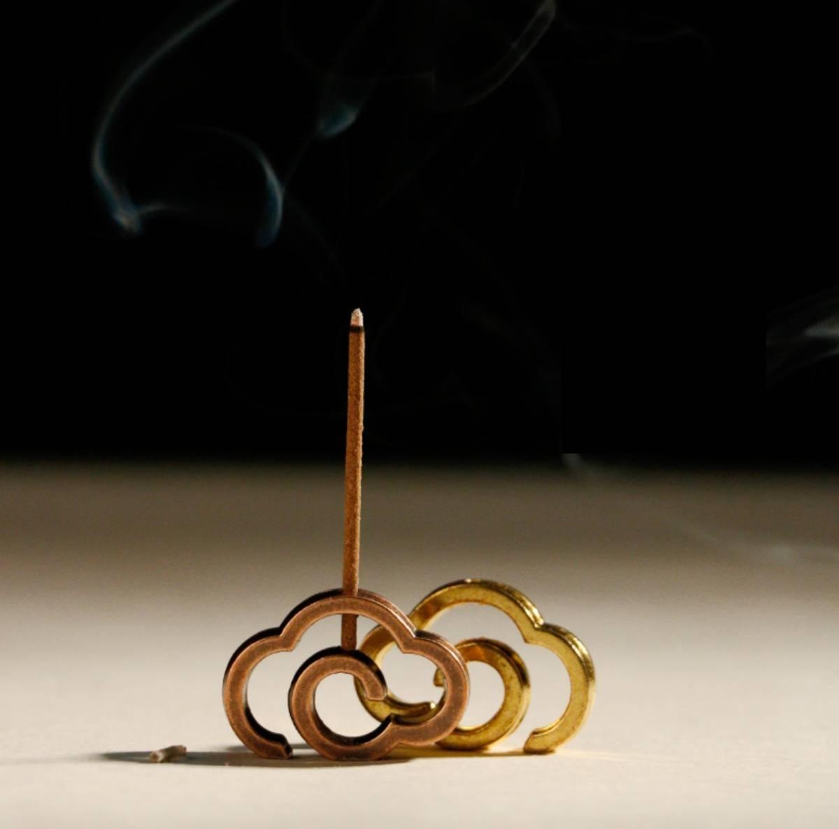雲型 お香立て コッパーブラウン お香入れ 線香皿 可愛い 小さい インテリア香炉 インセンスホルダー お仏壇用 リラクゼーション 銅色 茶色_イメージ画像。商品は1個です