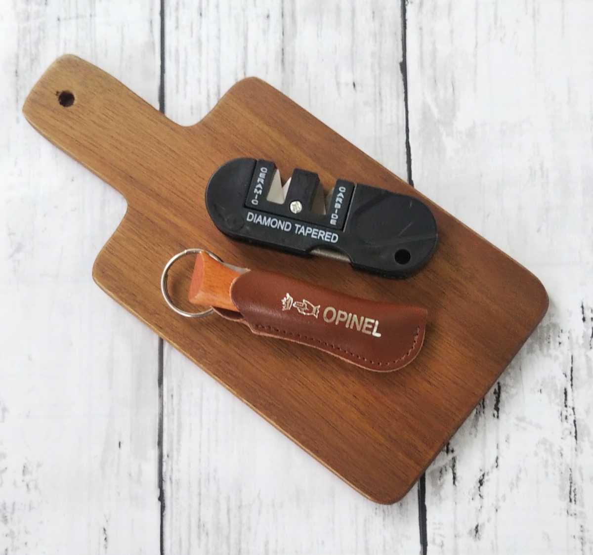 オピネルステンレスナイフNo4茶革ケース付、コンパクトナイフシャープナー、サービングボードセット