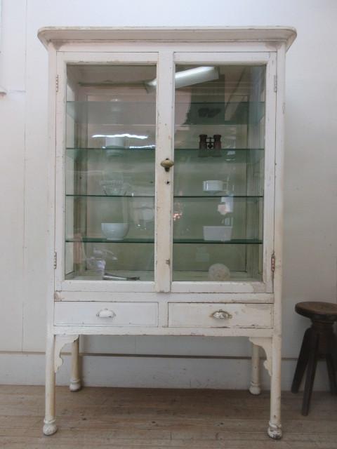 古いペンキの剥げた4面ゆらゆらガラスのケビントH412  アンティーク医療棚収納棚キャビネットパンケース店舗什器カフェ什器無垢材古家具_画像3