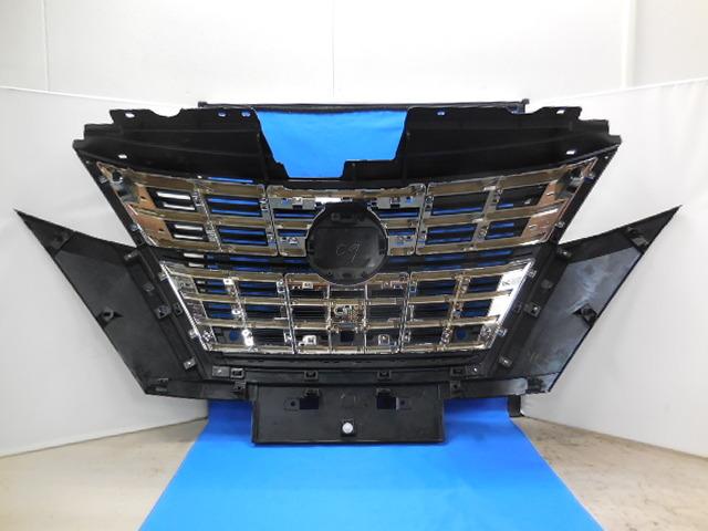 即決 セレナ ハイウェイスター e-power 後期 フロントグリル アラウンドビューモニター用 401358 _画像7