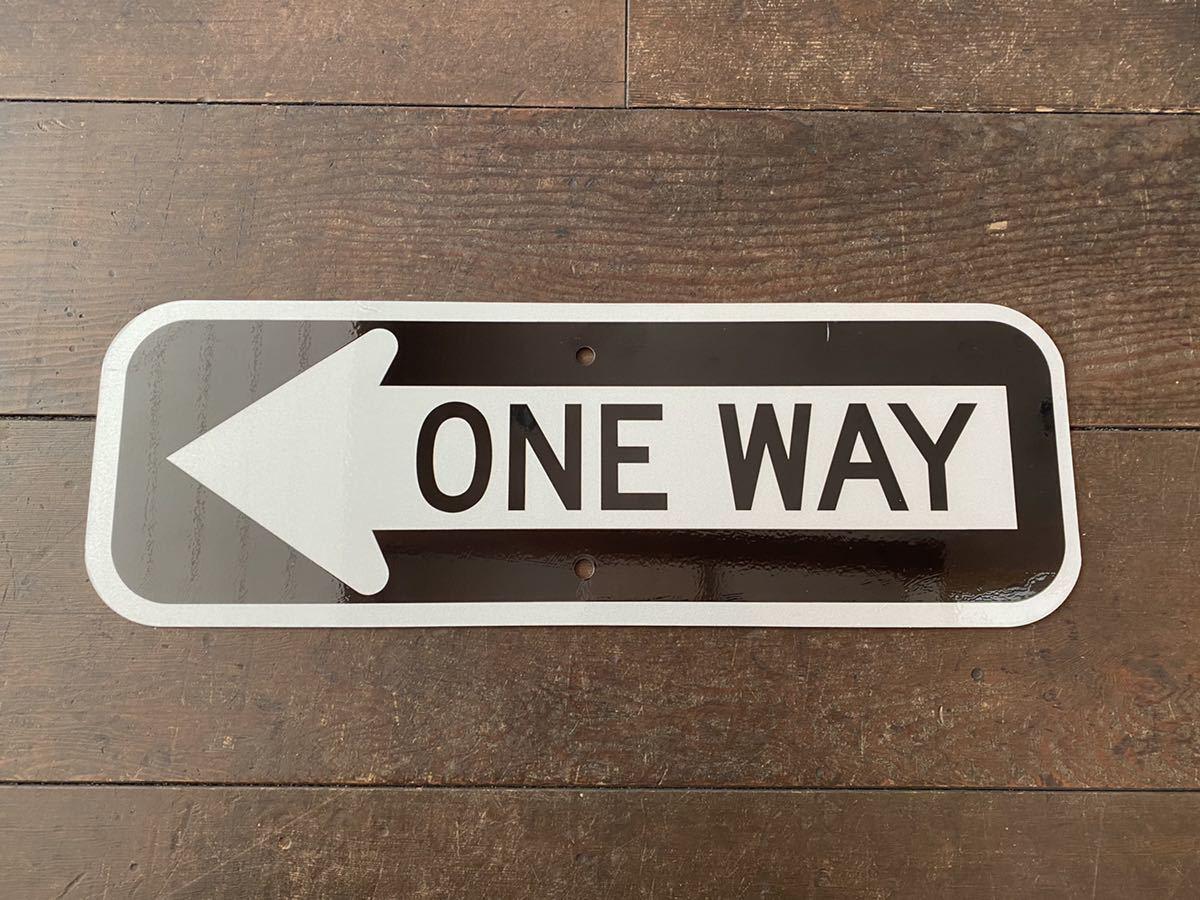 ★新品★アメリカ 道路標識 ← ONE WAY 一方通行★SB-9★小さめ 15cm×45cm ストリートサイン ロードサイン ガレージ 世田谷ベース 看板_画像1