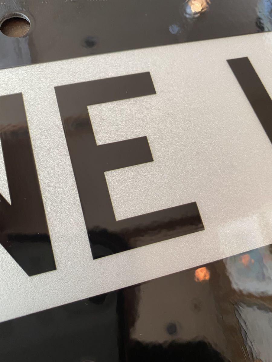 ★新品★アメリカ 道路標識 ← ONE WAY 一方通行★SB-9★小さめ 15cm×45cm ストリートサイン ロードサイン ガレージ 世田谷ベース 看板_画像3