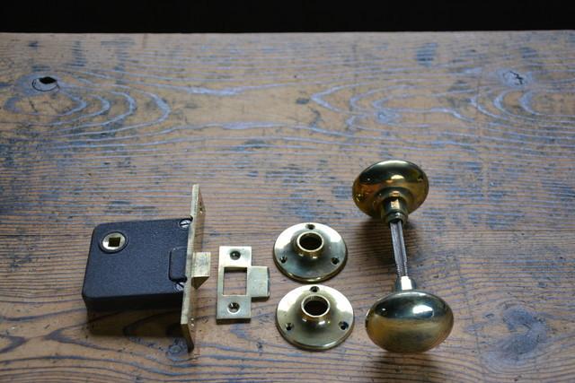 NO.9322 古い真鍮鋳物のドアノブ 空錠 52mm BEST 検索用語→Aアンティークビンテージ古道具真鍮金物洋館扉ドア建具戸_画像1