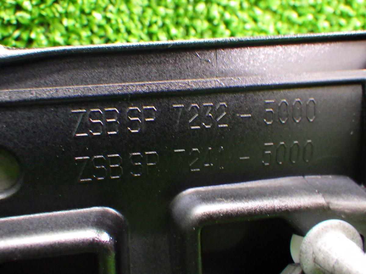 アウディ  Q7 4M 右フロントホイールカバー 未使用品 180623159_画像3