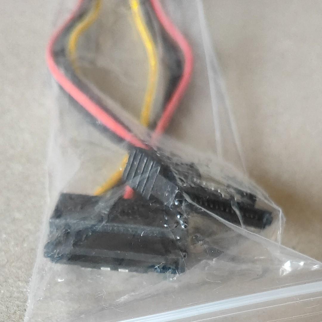4ピン電源 → SATA電源 × 2 変換ケーブル