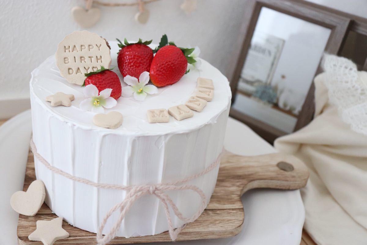 ハンドメイド いちごのクレイケーキ 誕生日ケーキ飾り付け