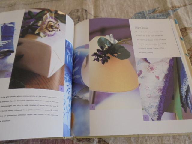 洋書Floral House 花のある家 シンプルなデザインと装飾 家具 壁 食器 ファブリック 花のインテリア