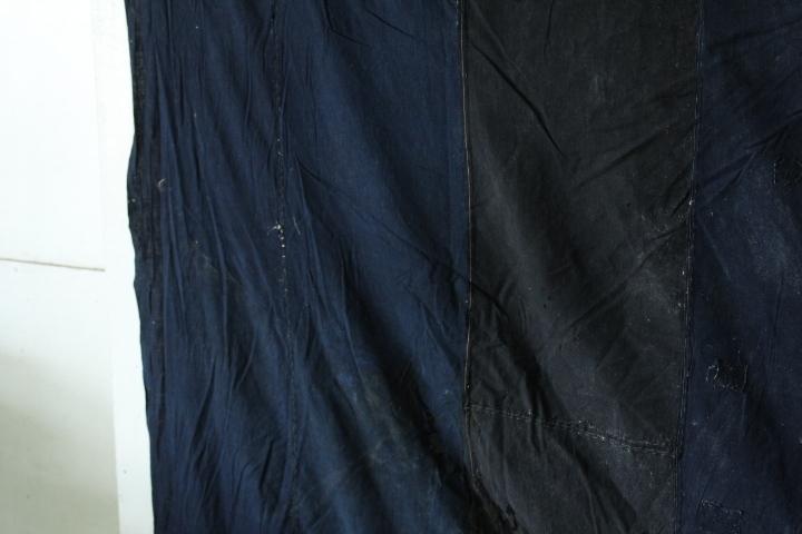 TB526藍染 木綿製 襤褸 古布◇継ぎ接ぎ/カバー/ボロ/裁縫/和裁/リメイク/素材/生地/布地/被服/風呂敷/あい/コットン/古道具タグボート_画像4