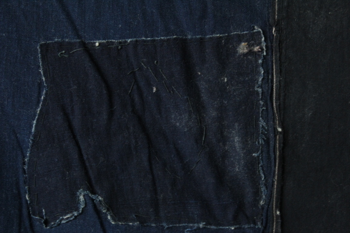 TB526藍染 木綿製 襤褸 古布◇継ぎ接ぎ/カバー/ボロ/裁縫/和裁/リメイク/素材/生地/布地/被服/風呂敷/あい/コットン/古道具タグボート_画像2