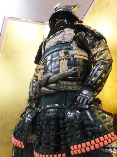 美品 【竹中 半兵衛 創作等身大鎧 変わり兜】  兜 甲冑  鎧 _目立つ傷や汚れはありません。