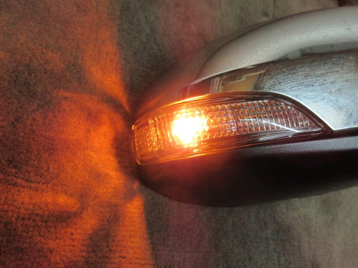Q9Q9 NHP10 10系 アクア 中期 純正 OP オプション メッキ ドアミラー 右 電動格納OK ウィンカー点灯確認済み H27年 9AF Dバイオレット S_画像2