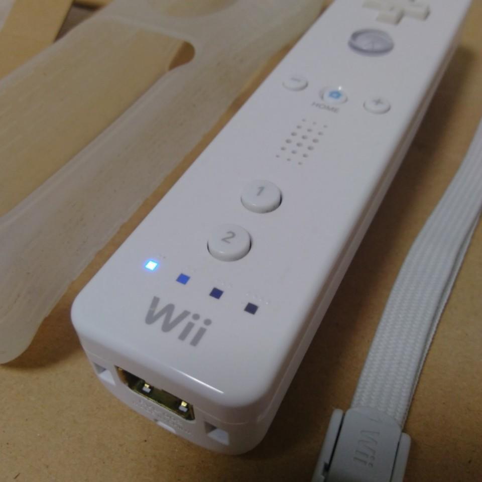 Wiiリモコン白 ストラップ・シリコンジャケット 付