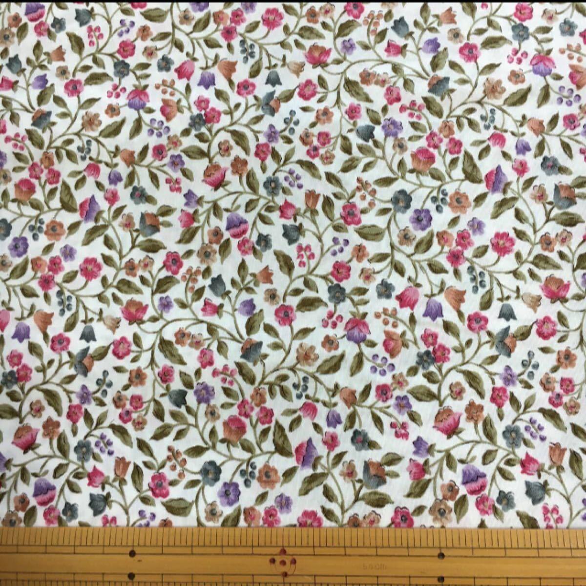 綿ブロード:リバティ風つる草小花柄:生地幅半分×50    生地ハギレ