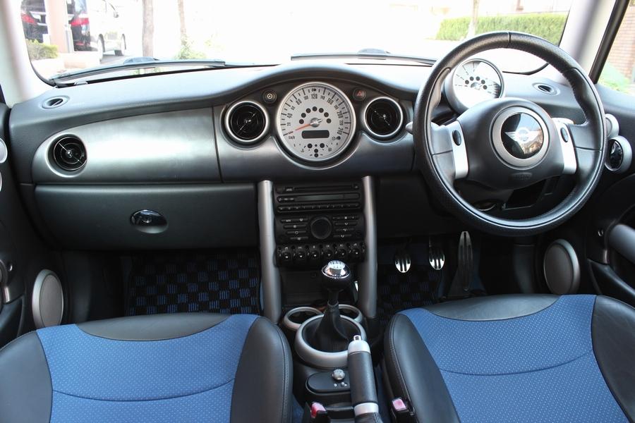 「【6速MT・内外美車】06yモデル/R53 BMW MINI クーパーS/ハーフレザー/オートAC/HID/タイミングチェーン/リアスポイラー/ダウンサス」の画像3