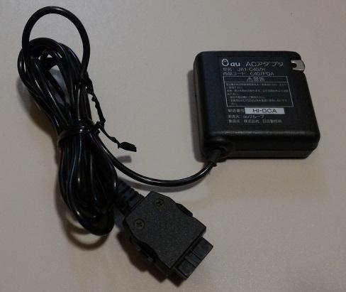 au ACアダプタ 商品コードC407PQA 型名JA1-C407H 携帯電話用充電器 ガラケー HITACHI 日立_画像1