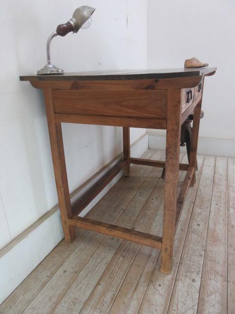 古い木味の2杯引出し平机K242   アンティークデスク作業台カウンターテーブル店舗什器カフェ什器無垢材古家具_画像5