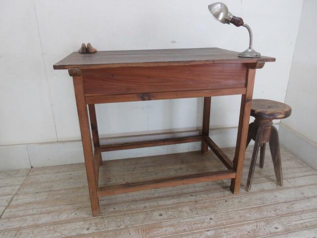 古い木味の2杯引出し平机K242   アンティークデスク作業台カウンターテーブル店舗什器カフェ什器無垢材古家具_画像9