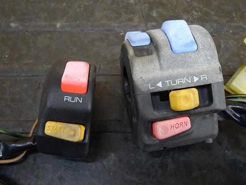 【201126】FZR250R(3LN-282)◇ ハンドルスイッチ 左右セット スイッチボックス スロットルホルダー_画像2