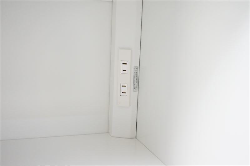 【中古】【美品】【大量在庫】イトーキ ダイヤル式6人用パーソナルロッカー コンセント付 H1850 W9色_画像7