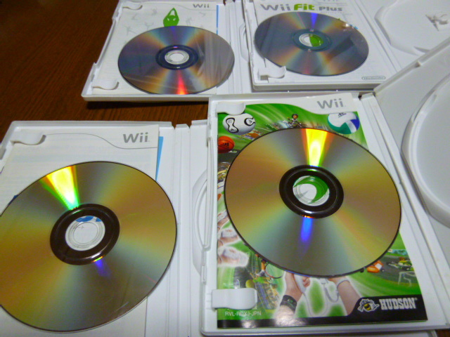 J47【送料無料】Wii ソフト セット Wiiフィット Wiiフィットプラス Wiiスポーツリゾート デカスポルタ(クリーニング 動作確認済)