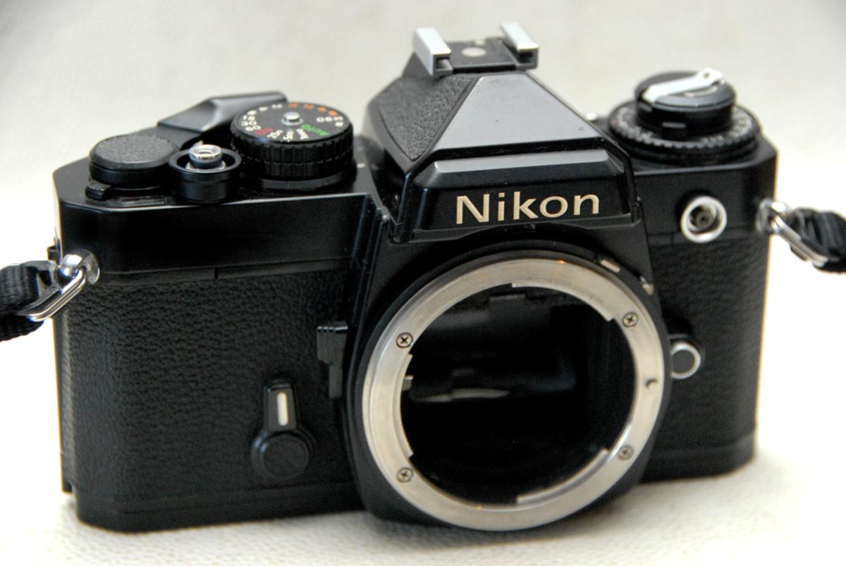 Nikon ニコン 昔のMF高級一眼レフカメラ FE黒ボディ 作動品 (腐食無し)