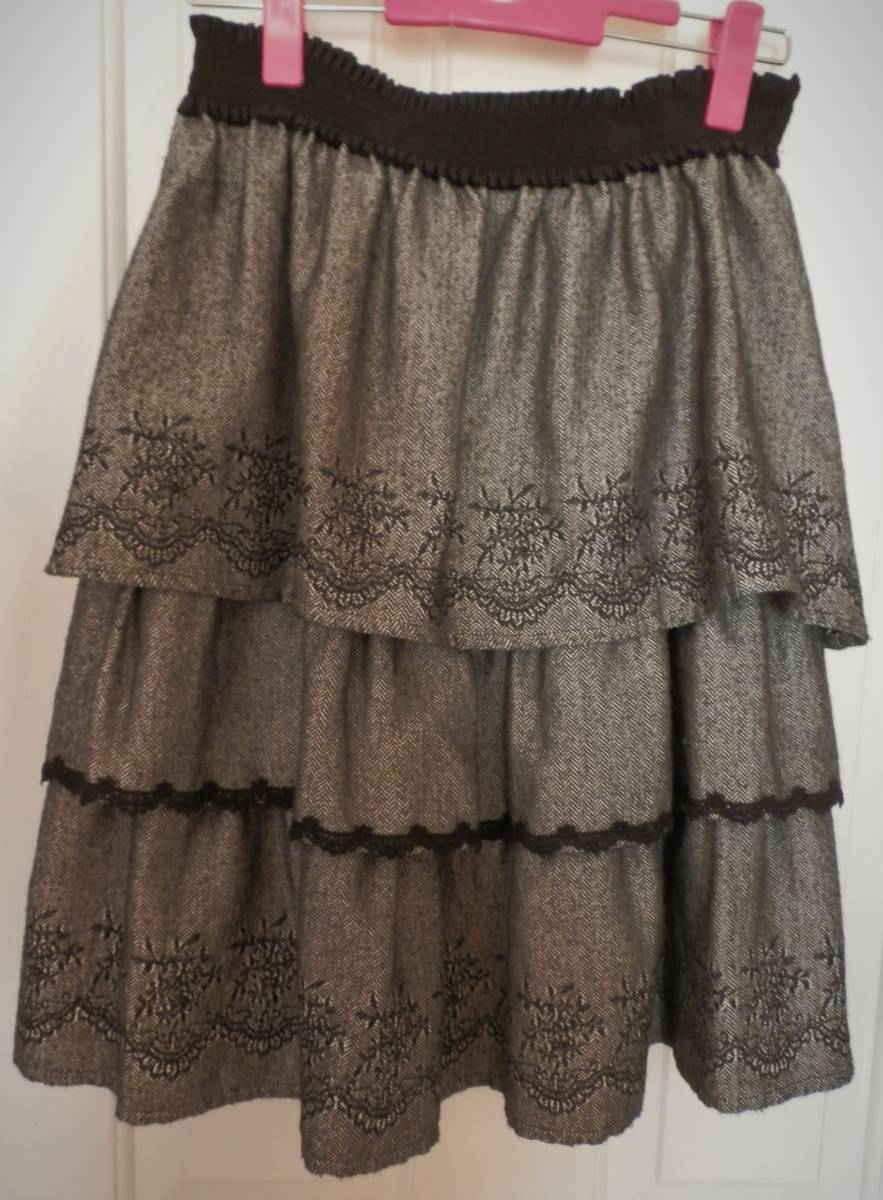 axes femme/アクシーズ/シックなのにちょっと可愛いツィード3段スカート