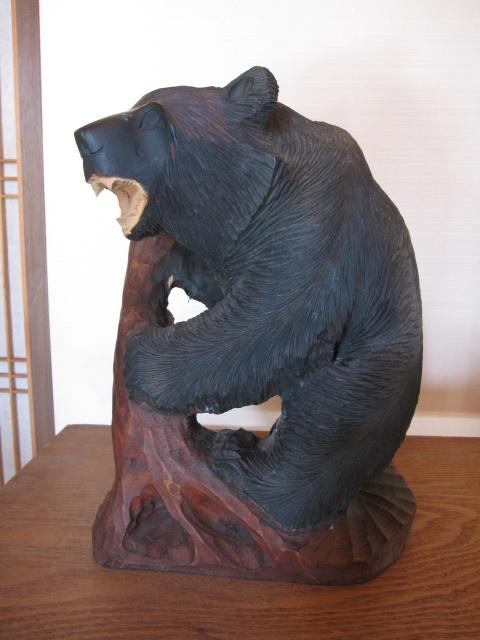 《北海道 工芸品 木彫りの熊》中古品_画像1