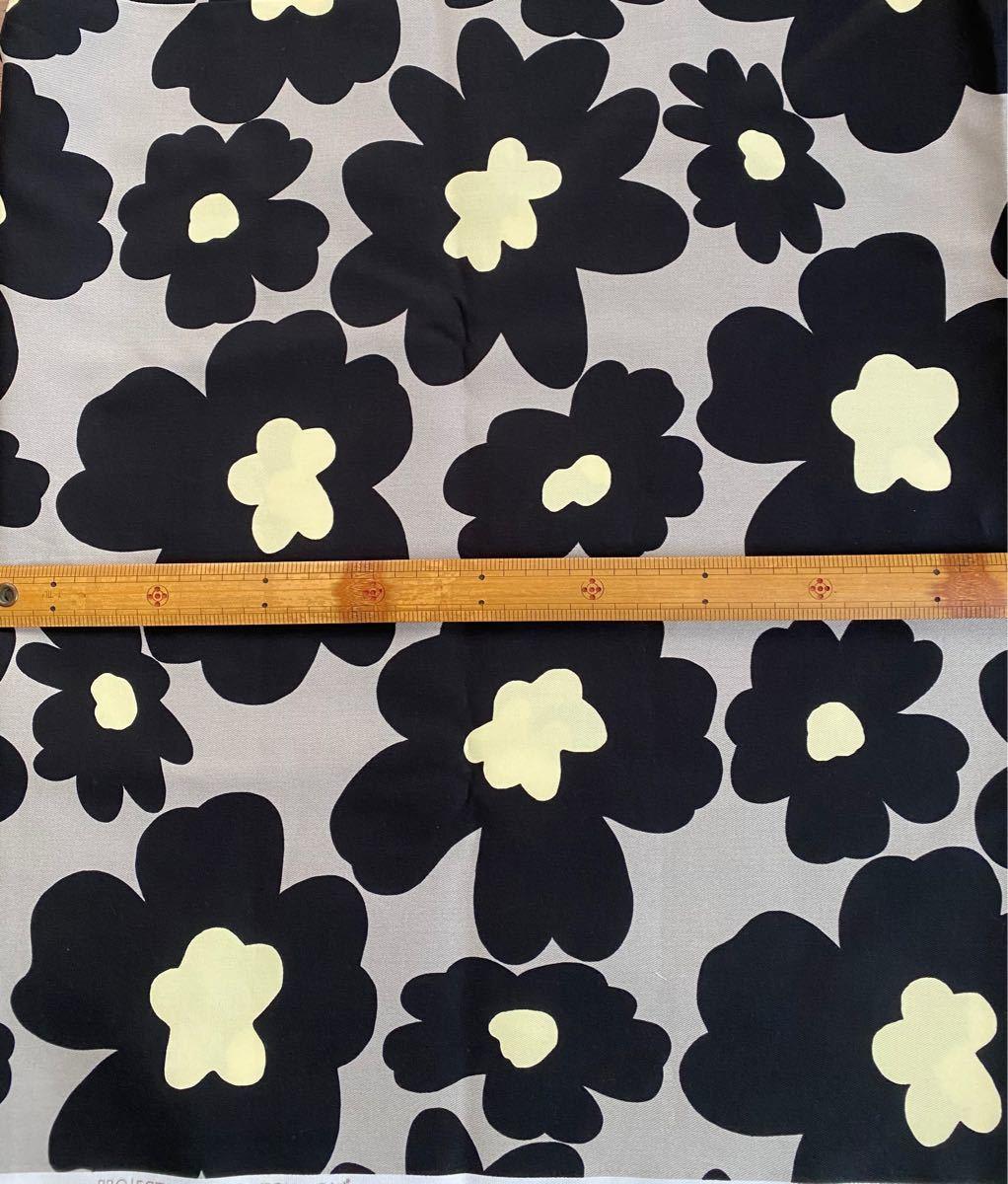 花柄生地 グレー地に黒花柄 50cm コットンこばやし