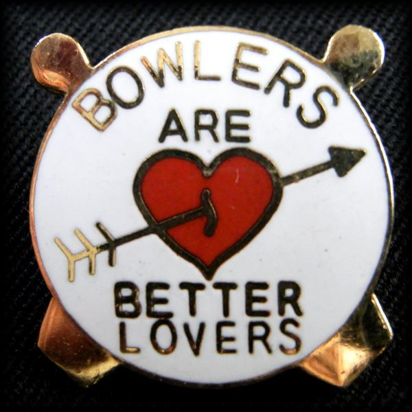 USA BOWLING PIN ボウリングピンバッジ BOWLERS ARE BETTER LOVERS No 53