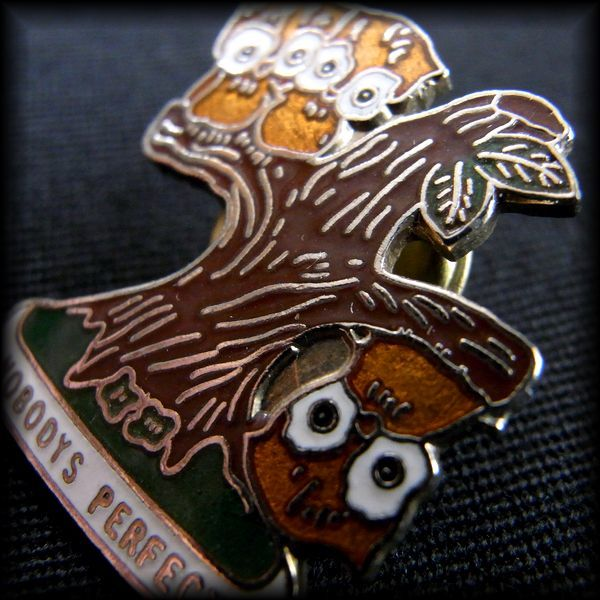 USA BOWLING PIN ボウリングピンバッジ NOBODYS PERFECT フクロウ 梟 No 61
