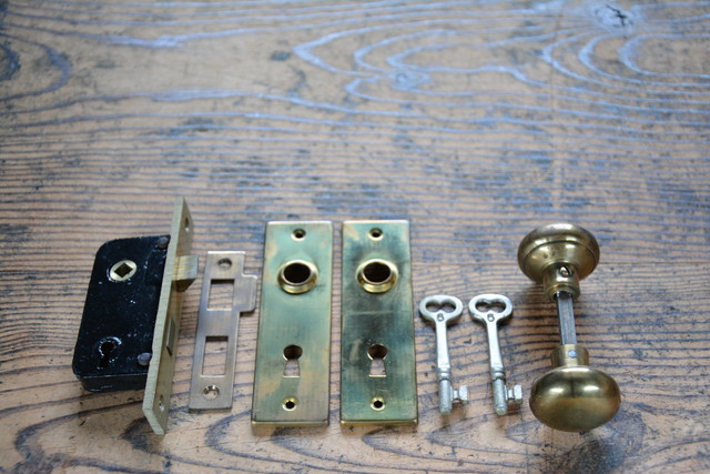 NO.9326 古い真鍮の鍵付ドアノブ 箱錠 33mm 検索用語→Aアンティークビンテージ古道具真鍮金物洋館扉ドア戸_画像1